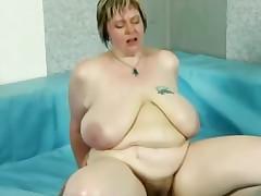 Plumper bbw juggles on cock after wrestling